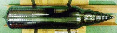 LCZ法で製造した単結晶シリコン(直径200mm、全長800mm、重さ50kg)